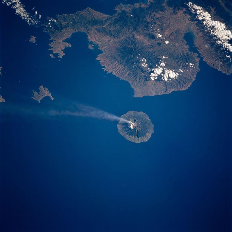 太空看地球火山喷发壮美景象[1]- 中国日报网