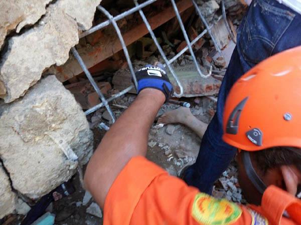 印尼遭遇6.4级地震袭击 或已造成54人死亡 - 中国日报网