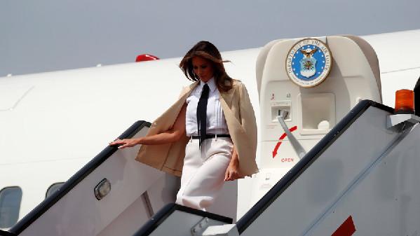 突发!美第一夫人所乘飞机飞行途中机舱冒浓烟紧急迫降