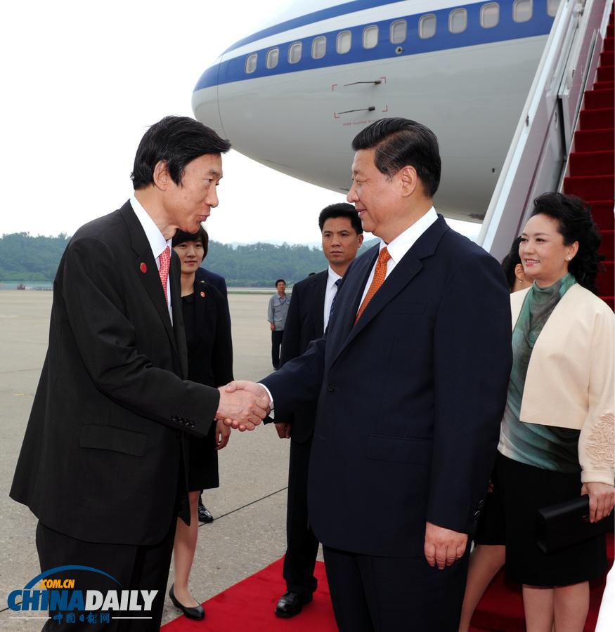 习近平抵达首尔开始对韩国进行国事访问(图)