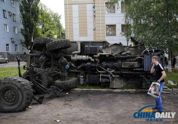 乌克兰东部激战致70余人死伤 政府称已控制机场