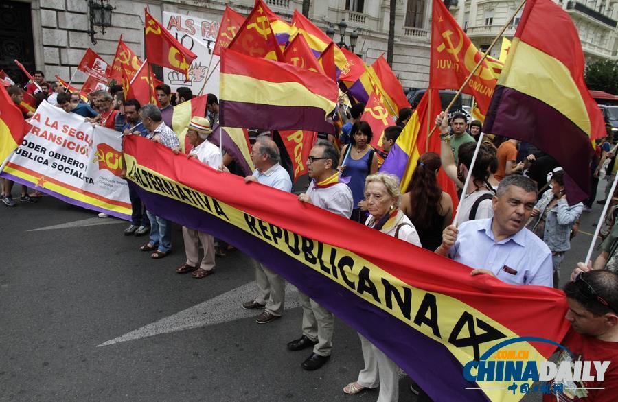 西班牙民众示威要求废除君主制与警方冲突[5]
