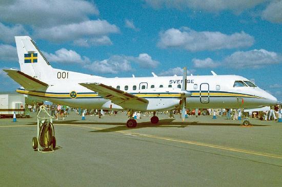 肯尼亚货运飞机撞建筑物坠毁