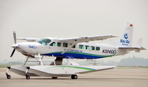 越南首次提供水上飞机高端顾客观光服务
