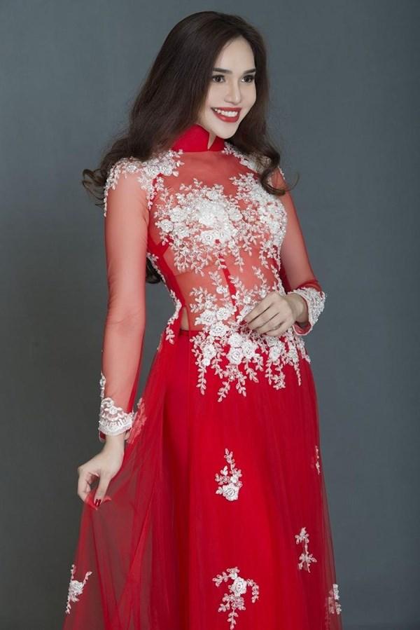 除了越南的展厅外,来自中国,泰国,菲律宾,印度等国的服装设计师和