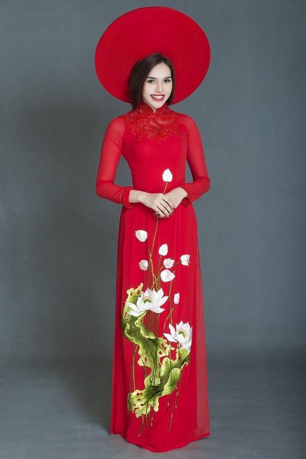 东南亚花后着民族服装