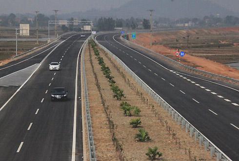越南内排至安沛4车道高速公路段.(图片来源:越南每日快讯 团湾)