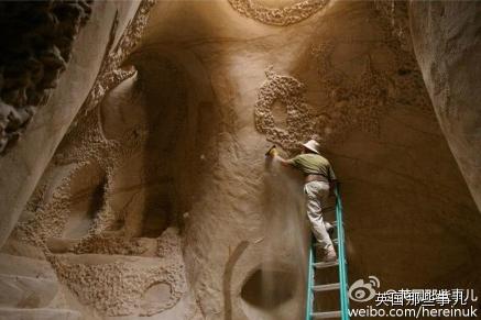 艺术家的执着:10年雕出的砂岩宫殿