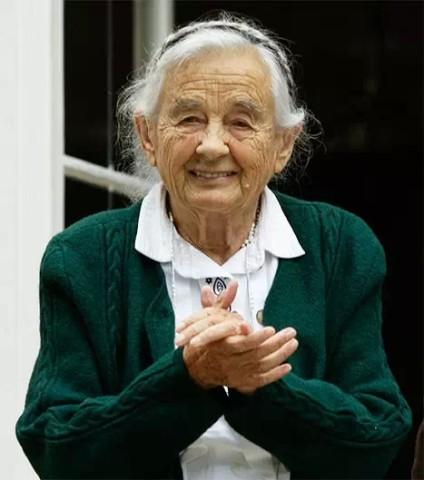 崔普/玛莉亚·冯·崔普(Maria vonTrapp),99岁,电影《音乐之声》女...