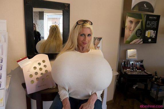 德艳星拥世界最大32z假胸 共重36斤(图)