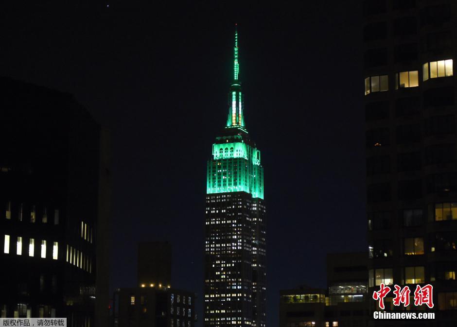 纽约帝国大厦点亮绿色灯光