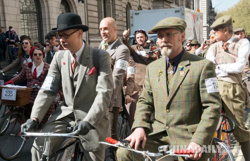 英国伦敦举行复古骑行活动