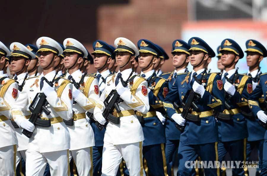 中国三军仪仗队方阵在莫斯科红场阅兵式上