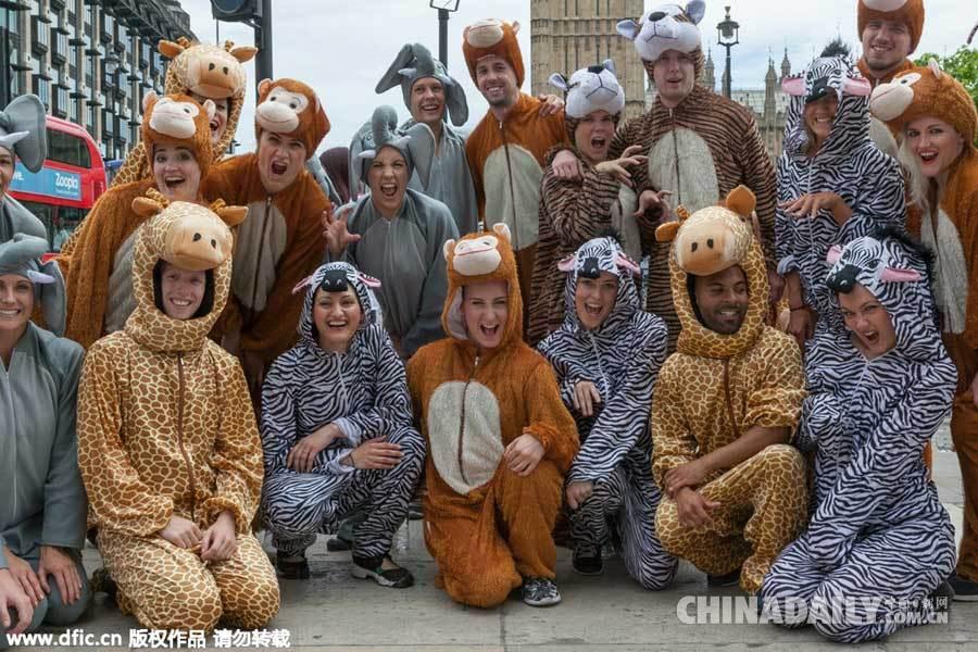 英国民众议会前扮动物跳舞 游说议员推行环保政策