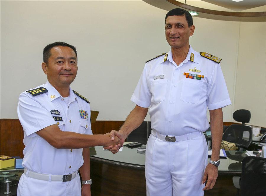 编队王建勋指挥员拜会了印度西部海军司令部参谋长卡维尔中将 代宗