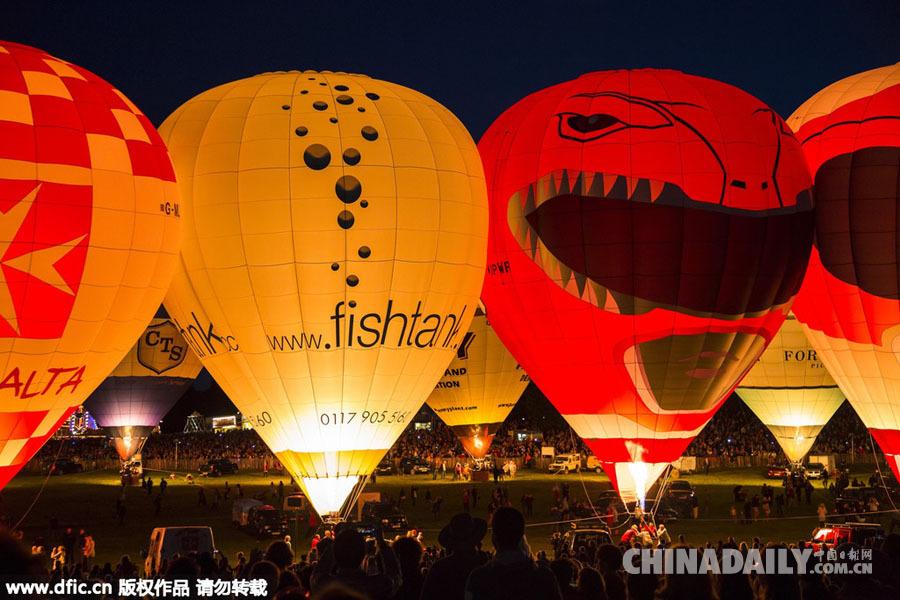 英国布里斯托尔国际热气球节举行 各式萌态热气球装扮