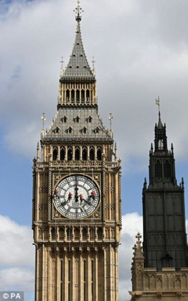 英国伦敦地标性建筑物大本钟.(图片来源:《每日邮报》)