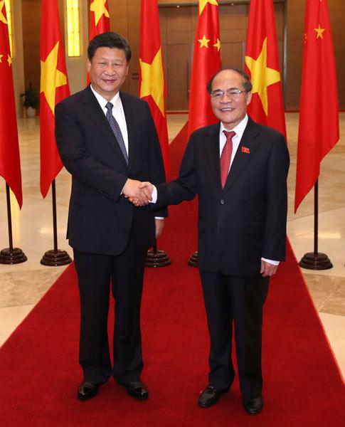 xi主席出国保镖视频_习近平会见越南国会主席阮生雄 - 中文国际 - 中国日报网