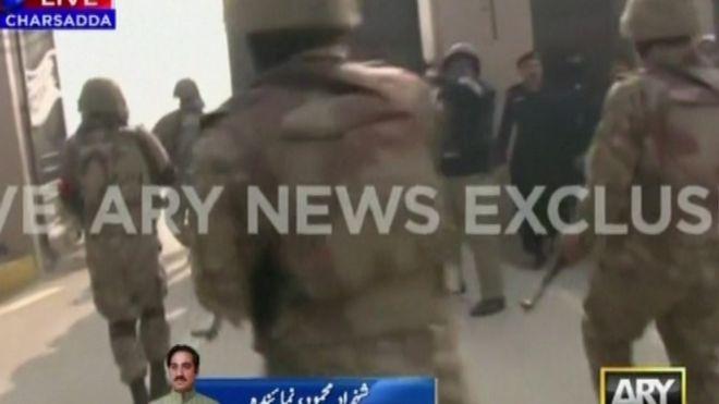 巴基斯坦一大学遭武装分子扫射21人死亡 塔利班组织宣称负责