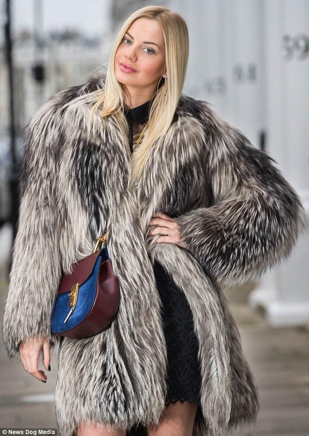 二代,她的名牌衣服总值超过150万英镑.(图片来源:《每日邮报