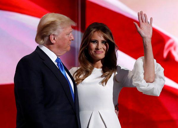 特朗普妻子为夫辩护:他是受人怂恿才说出肮脏下流话