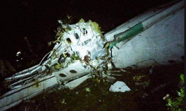 载有巴西足球队员飞机坠毁致死76人 总统宣布全国哀悼3天