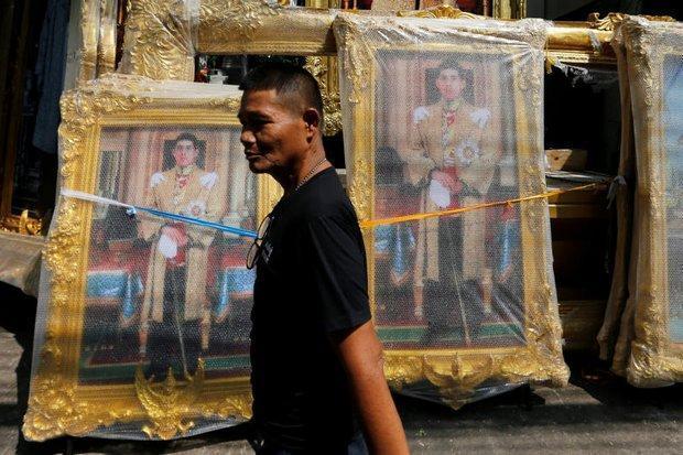 外媒:泰国王储返回曼谷 今晚登基