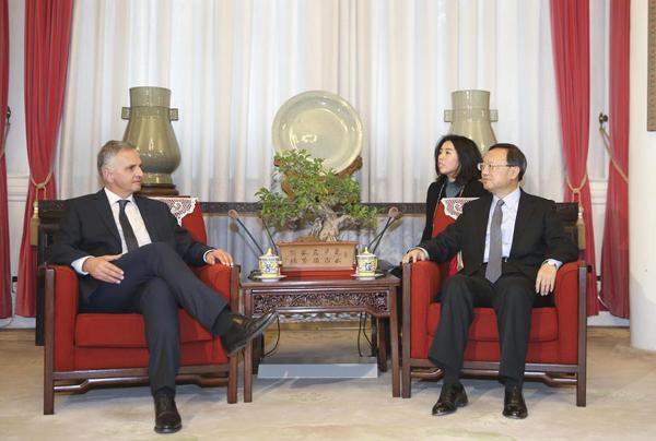 《中国日报》专访瑞士联邦委员兼外长:习主席访问瑞士将全面提升中瑞关系