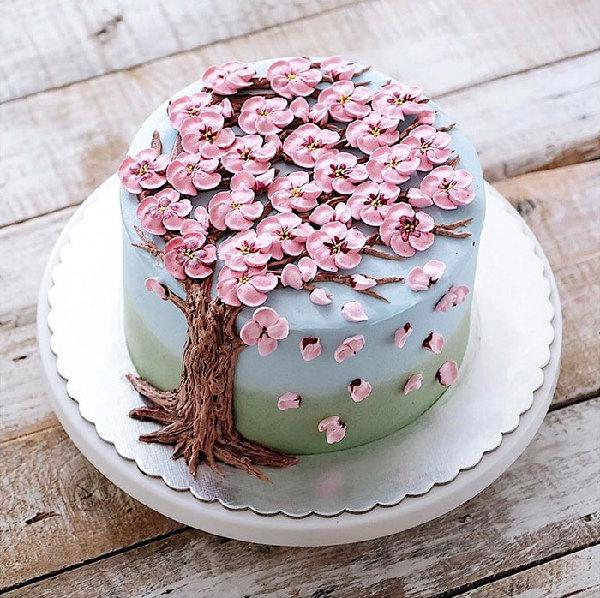 万物复苏的季节,世界各地的甜点师们也开始用奶油制作成花型的蛋糕