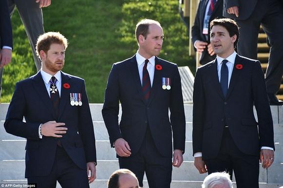 加拿大总理特鲁多(右)、英国威廉王子(中)、哈里王子(左)在悼