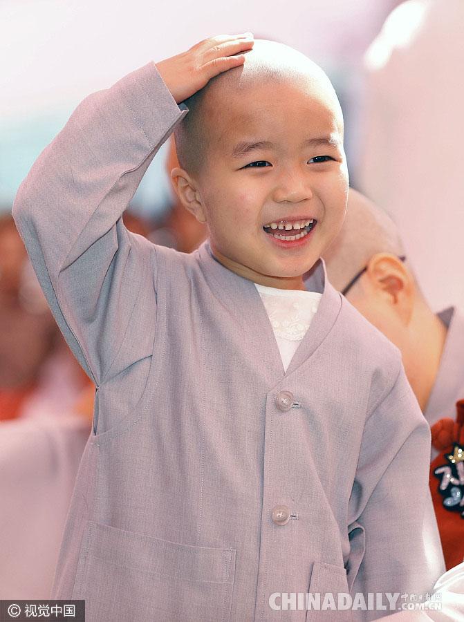 迎接佛诞节 韩国儿童剃度变萌萌小和尚