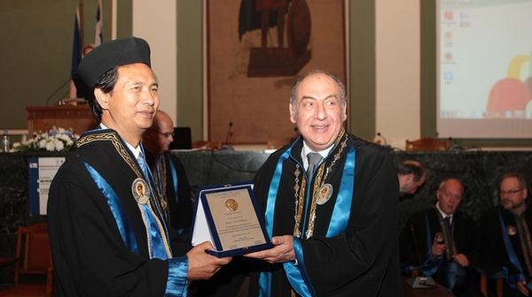 郑晓云被授予希腊亚里士多德大学荣誉博士学位
