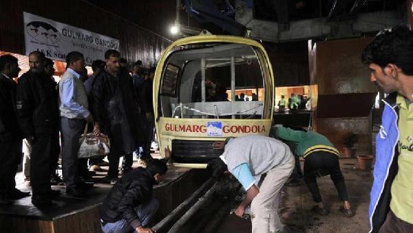 全球最高缆车之1被大树砸中后坠落 致7人死亡数百人被困