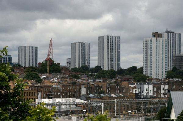 英国数10个高楼覆层样本检测均不达标 安全隐患处处有?