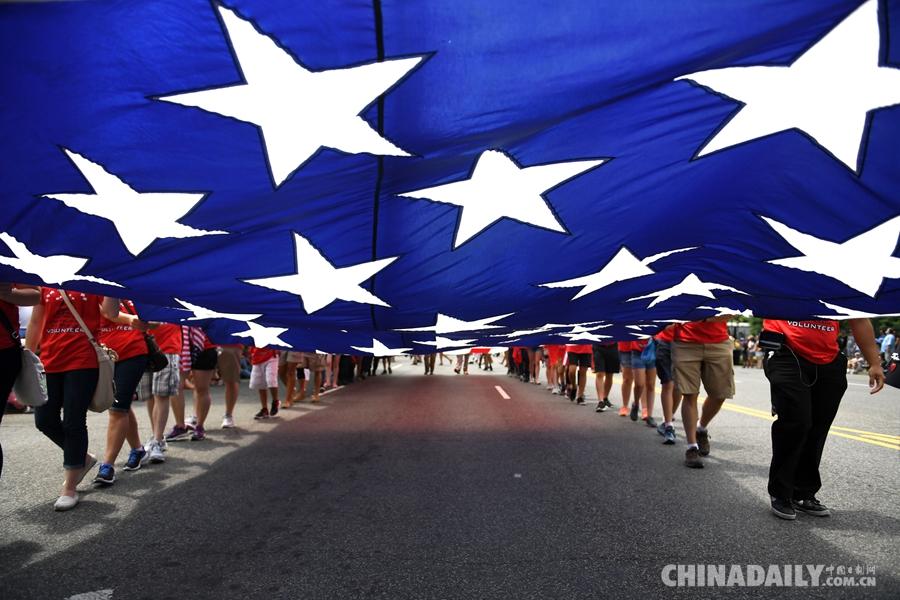 美国各地民众举行多彩活动庆祝独立日