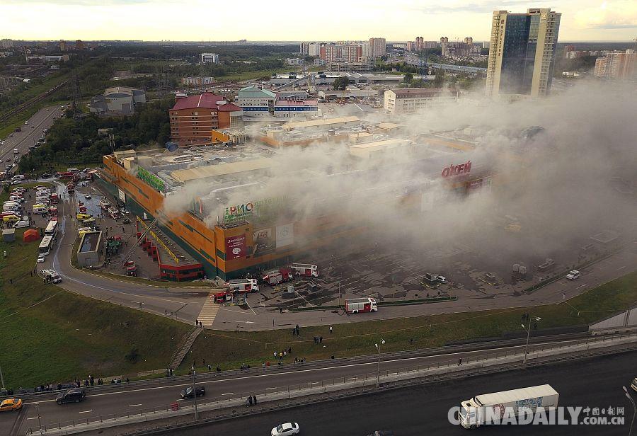 俄罗斯莫斯科一商场发生大火 致14人受伤大火已扑灭