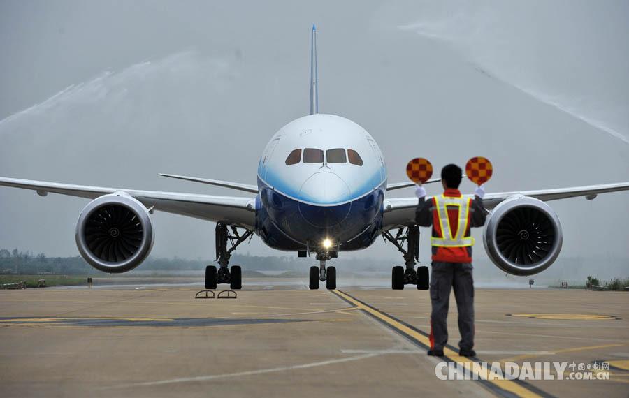 29家美国企业领导人将随同访问,世界主要飞机制造商波音公司也在其中.