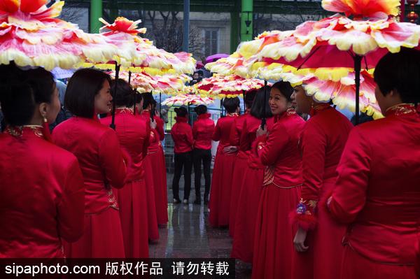 外媒称中国元素成国际时尚:旗袍成经典服装 西方模仿中国礼仪