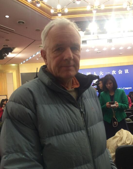 外媒记者:中国外交政策温和而积极 引领全球化
