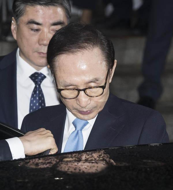 韩国检方对李明博提起公诉,并公布对李明博案的调查结果