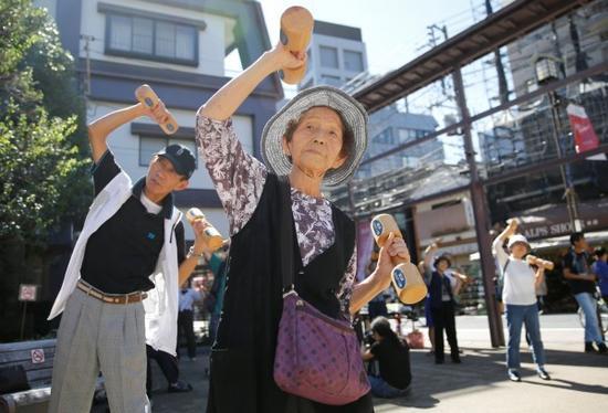 日本大和市宣布:70多岁不能算老人