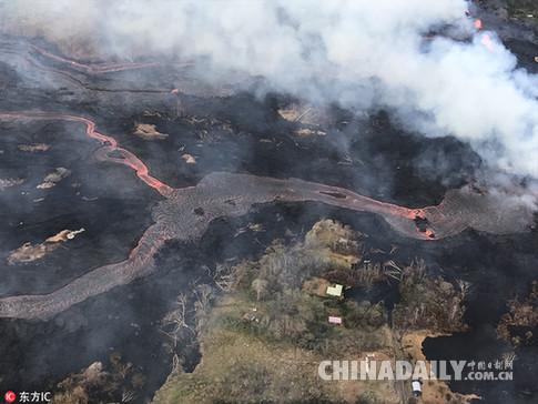 """夏威夷居民心碎的一天:目睹火山岩浆用""""慢动作""""吞噬家园"""