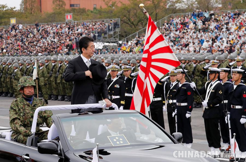 小姐检阅超靓美妞_日本自卫队举行阅兵式 首相安倍晋三出席检阅