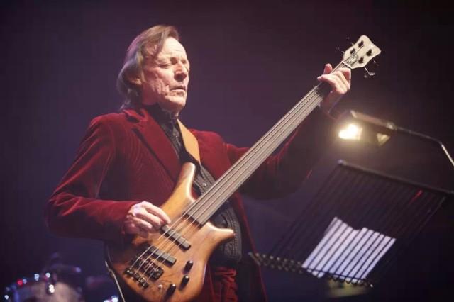 杰克 布鲁斯/杰克·布鲁斯(Jack Bruce),71岁,英国著名摇滚音乐人,摇滚吉他...